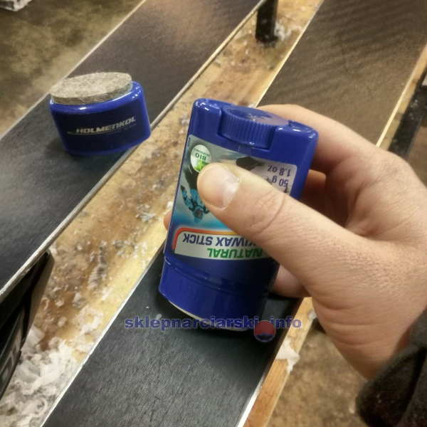 Smarowanie ślizgu smarem Holmenkol Natural Skiwax Stick